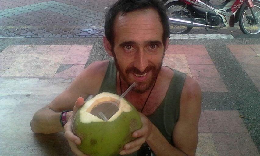 Cinco beneficios del agua de coco: salud e hidratación a tope